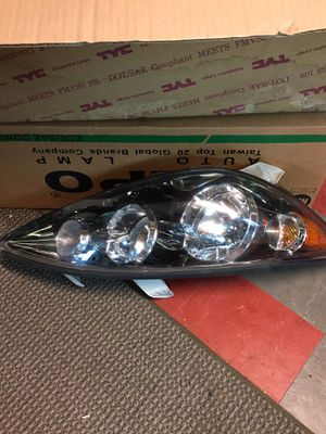 Toyota camary Headlight s new. 2005 n up for Sale in Rosedale, MD