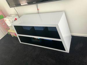 White laminate tv stand for Sale in Chico, CA