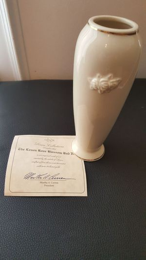 Lenox bud vase - beautiful like new for Sale in Gainesville, VA