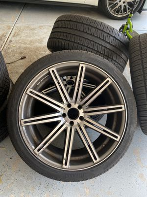 22 inch rim and tires, Vossen brand for Sale in Roselle, IL