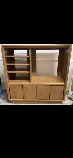 TV stand with shelves and 4 doors for Sale in Troy, MI
