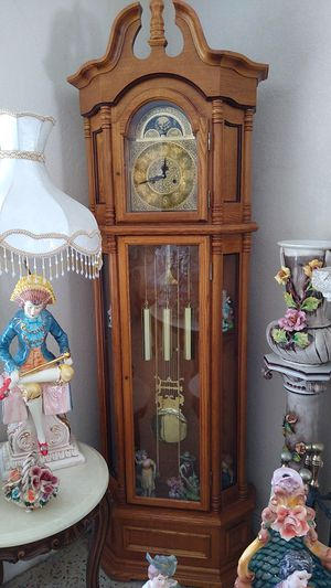 Antique grandfather clock / antiguo reloj de cuerda for Sale in Miami Gardens, FL
