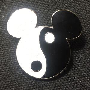2000 Disney Yin & Yang Mickey Mouse Head Trading Pin #193 for Sale in Midlothian, VA