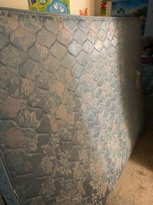 Queen size matress very well maintained and almost new for Sale in Richmond, VA