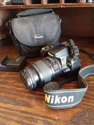 NIKON D40 with lense for Sale in Pumpkin Center, CA
