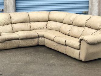 Beige Leather Reclining Sleeper Sectional - FREE DELIVERY 🚚 for Sale in Dallas,  TX