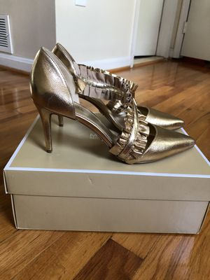 Michael kors gold shoes. Size 8 for Sale in Woodbridge, VA