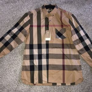 Burberry shirt sz xl for Sale in Denver, CO