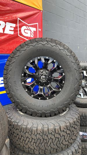17x9 Fuel wheels for Sale in Los Angeles, CA
