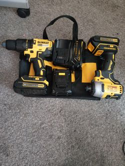 Dewalt Atomic Impact & Hammerdrill w/ 3 batteries,dewalt bag, and charger for Sale in Peoria,  IL