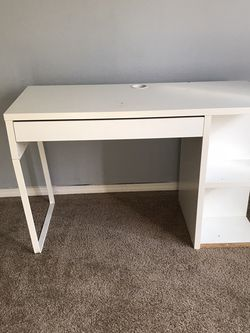 Desk Or Vanity With Mirror for Sale in Gresham,  OR