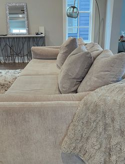 Selling Custom Couch From Z Gallery for Sale in Nashville,  TN