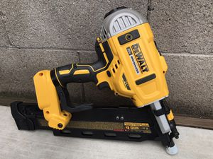 DEWALT 20-Volt MAX 21-Degree Cordless Framing Nailer (Tool Only) for Sale in Phoenix, AZ