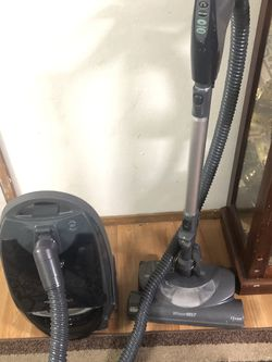 Kenmore Vacuum Cleaner . Excellent for Sale in Everett,  WA