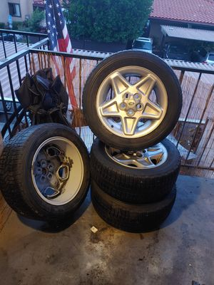 Landrover rims and tires for Sale in Escondido, CA