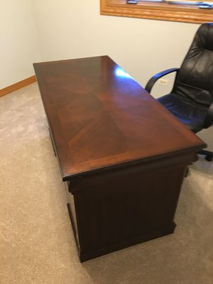 Office desk 200 obo great condition heavy and sturdy for Sale in Tinley Park, IL