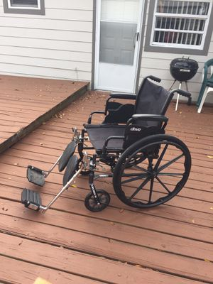 Wheelchair with Footrests that extend straight out and down for Sale in Orlando, FL