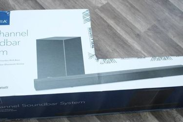 New Insignia 2.1-Channel 80W Soundbar System with Wireless Subwoofer for Sale in Hayward,  CA
