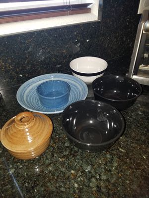 Salad food mixing baking bowls assortment for Sale in Las Vegas, NV