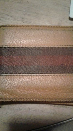 Gucci leather web stripe wallet , 100% authentic for Sale in Meriden, CT