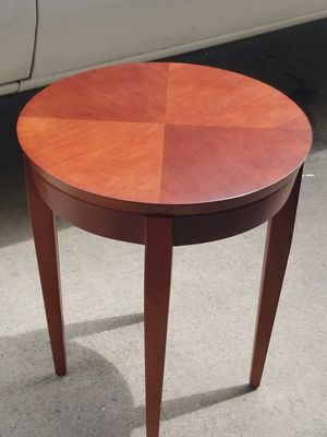 Beautiful end table for Sale in Anaheim, CA