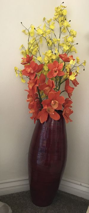 Vase with flowers for Sale in San Diego, CA