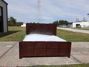 Square style king bed for Sale in Tampa, FL