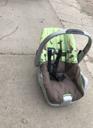 Infant rear facing car seat EXP: 2021 for Sale in Syracuse, UT
