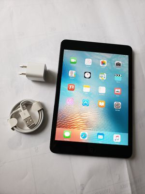 iPad mini, Cellular and WI-FI internet access, Factory UNLOCKE, Useable with WI-FI and SIM. Excellent Condition. for Sale in Springfield, VA