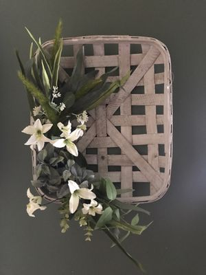 Tobacco Basket and greenery. for Sale in Poseyville, IN
