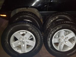 Stock 17 inch Jeep Wheels for Sale in Bakersfield, CA
