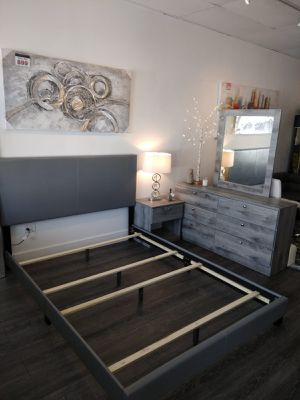 New grey 3 pieces queen bedroom set (no mattress) for Sale in Lauderdale-by-the-Sea, FL