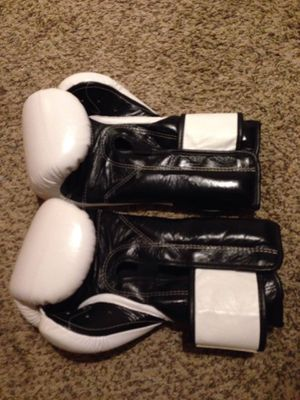 Fairtx boxing gloves 16 ounce for Sale in Springdale, AR