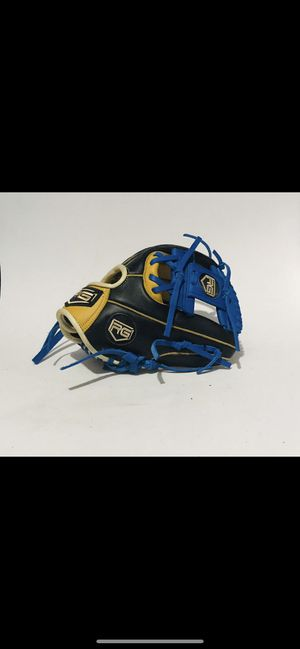Custom baseball gloves for Sale in Edinburg, TX