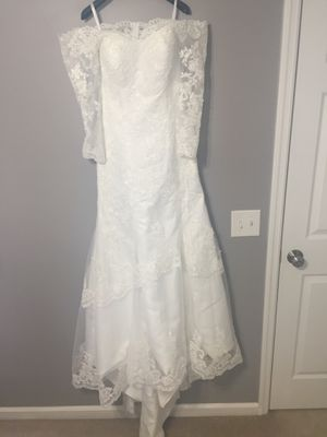Beautiful wedding dress (ivory). Size S-M. US size 4. New, never worn. I bought two dresses and wore another one for my wedding. for Sale in O'Fallon, MO