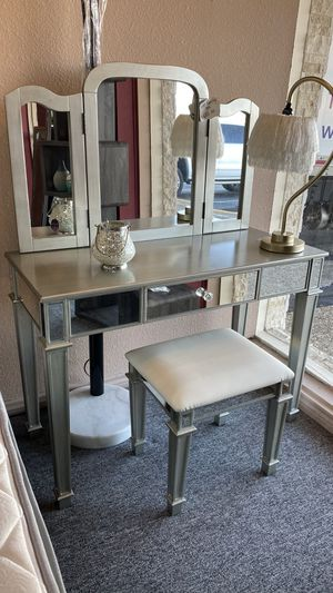 Vanity Set with Mirror and Stool 5K for Sale in Euless, TX