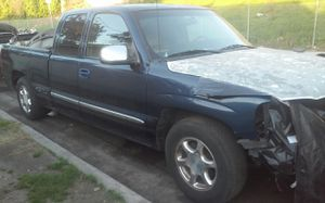 Parting out 2001 GM truck for Sale in South Gate, CA