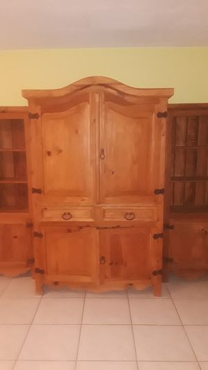 Pine Wood Wall Unit for Sale in Sunrise, FL