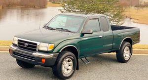 Toyota Tacoma 2000 SUPER CLEAN TRUCK! for Sale in Macon, GA