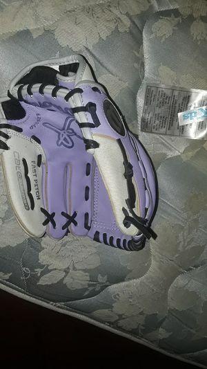 Girls Baseball glove for Sale in Monterey Park, CA