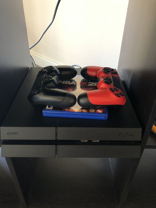 PS4 500GB+Two Controller+Charger