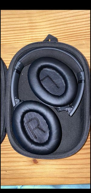 Bose quietcomfort headphones for Sale in Los Angeles, CA