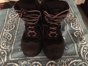 Boys Columbia Winter Boots Size 1Y for Sale in Richmond, VA