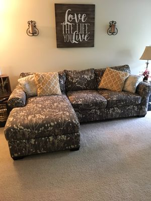 Gray, floral 2 piece sectional for Sale in Frederick, MD