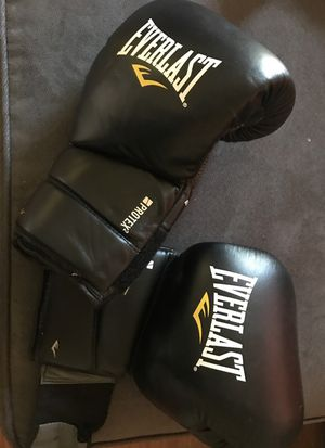 Everlast boxing gloves for Sale in San Diego, CA