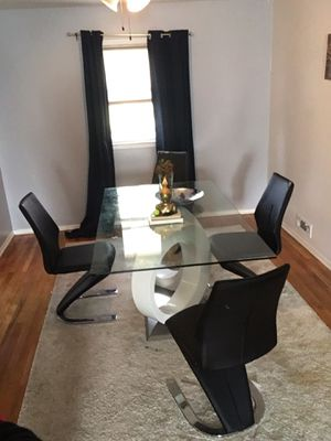Modern dining table for Sale in Kenilworth, NJ