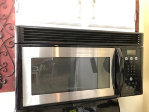 Frigidaire microwave and range for Sale in Bell Gardens, CA