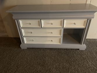 Dresser for Sale in Le Claire,  IA