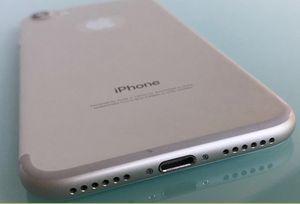 IPHONE 7 32 GB UNLOCKED WHITE SILVER for Sale in Miami Beach, FL