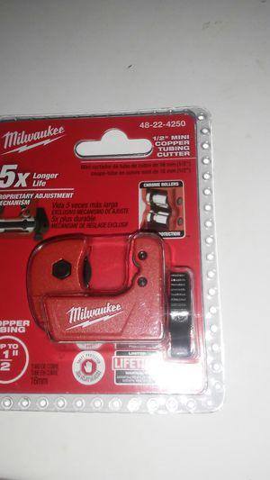 """MILWAUKEE 1/2"""" minI COPPER TUBING CUTTER for Sale in Duarte, CA"""